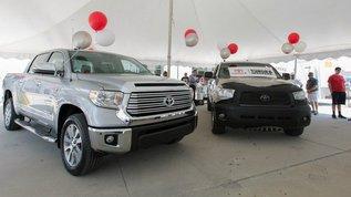 Американцу подарили новый пикап за миллионный пробег на Toyota Tundra